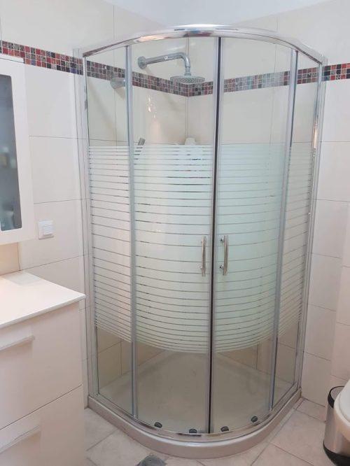 מקלחון פינתי מעוגל הזזה