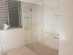 מקלחון קבוע ושתי דלתות