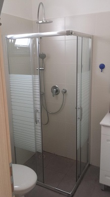 מקלחון פינתי מרובע הזזה 77-78.5 גרניט / פסים