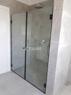 מקלחון חזית לפי מידה שתי דלתות IN/OUT  צירים שחורים