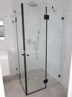 מקלחון פינתי שני קבועים ודלת לפי מידה צירים שחור