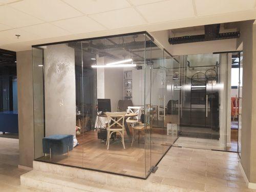 זכוכית לחללים משרדיים