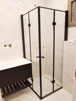 מקלחון הרמוניקה מתקפל לפי מידה פרזול שחור