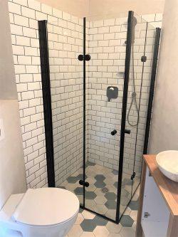 מקלחון פינתי מרובע הרמוניקה  SELAQUA מידה 77-78.5 פרזול שחור